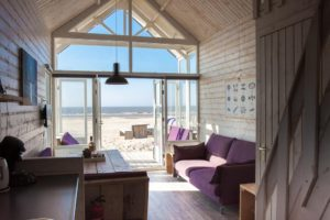 surf en beach strandhuisje binnen
